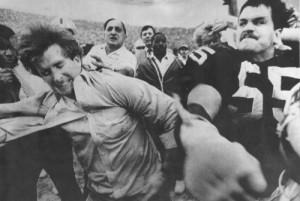 Matt Millen of the Raiders punches Patriot GM Pat Sullivan on Jan. 5, 1986.